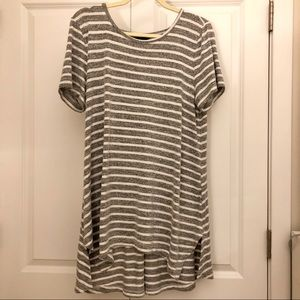 Banana Republic Gray and white tunic top